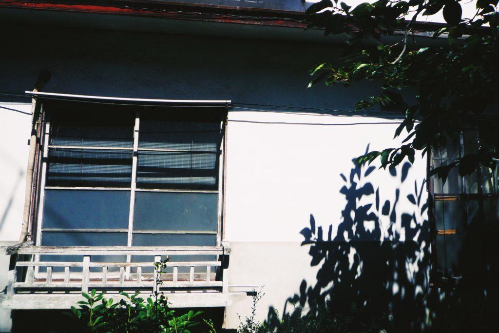古い洋館:中庭の風景