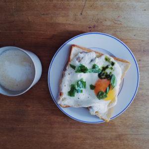 初めての朝食