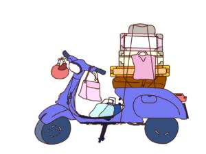 青のベスパとたくさんの荷物